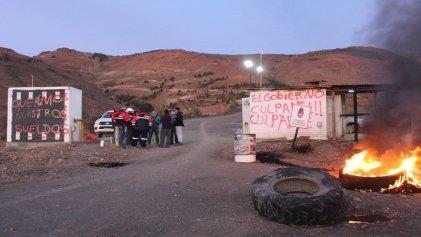 Por salarios adeudados los mineros de Andacollo paralizan y toman la planta
