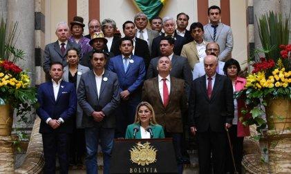 La golpista Áñez anunció su candidatura y disciplinó a su gabinete